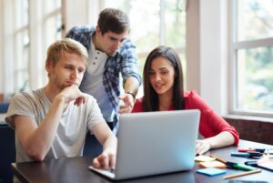 Comment intégrer une école de commerce en admissions sur titre ?